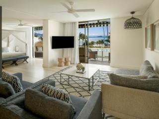 Two Bedroom Pool Ocean View Suite -  Lounge Area